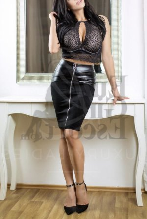 Nathaline escort in Apple Valley