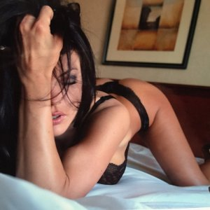 Djouher live escort in Naples