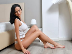 Majandra escort girl