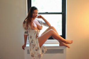 Everly live escort
